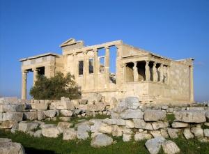 Erecteion y balcón de las cariátides, en la Acrópolis de Atenas. Grecia, período clásico (s. V a.C.)