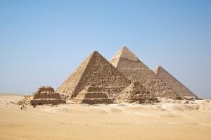 Pirámides de Gizah. c. 2800 a.C.  (Egipto).