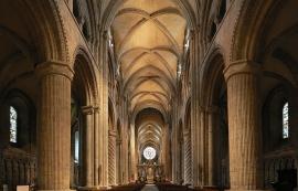 Catedral de Durham (Inglaterra).  Transición del Románico al Gótico, 1ª mitad del s. XII.