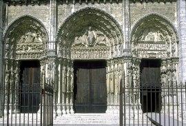 Pórtico Real de la Catedral de Chartres. Gótico primitivo, finales del siglo XII.