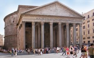 Fachada principal del Panteón